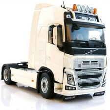 MARGE MODELS - 1810-01 VOLVO FH16 4X2 TRUCK WHITE 1:32 SCALE
