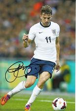 Angleterre main signé Jay Rodriguez 12x8 photo 13/14 1.