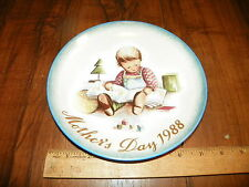 """1988 SCHMID HUMMEL """"YOUNG READER"""" Mothers Day Plate Made In West Germany"""