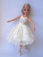 Sindy doll Ash blonde ballerina ballet Superstar skater hard head Ankles pose