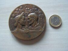 medaille  DEPORTE POLITIQUE par  BAZOR  (ref 6000)