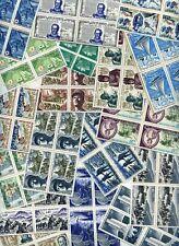 LOT DE 100  BLOCS  DE  4 TIMBRES  NEUFS**  Années 1965 -1970 (lot 06642020)