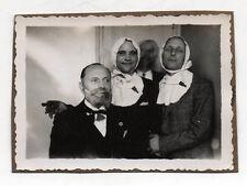 PHOTO N&B - Snapshot Vintage - Déguisement Travestissement Bébé Curiosité Fête