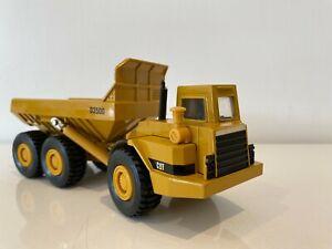 ERTL Mighty Movers  Caterpillar CAT D350D articulated dumper