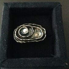 Azendi Metal Ring With Small Pearl In Center