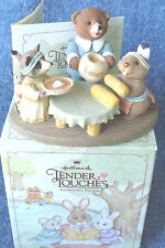 1991 HALLMARK TENDER TOUCHES THANKSGIVING ANIMALS AT THE DINNER TABLE  - NRFB