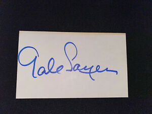 GALE SAYERS CHICAGO BEARS AUTOGRAPHED INDEX CARD YELLOWED AT TOP
