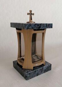 Grablaterne goldfarben Grablampe mit Sockel und Deckel aus Granit Grablicht