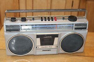 SANYO M9805L STEREO RADIO CASSETTE PLAYERS BOOMBOX - SPARES / REPAIRS ONLY