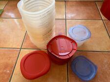22 Petits Pots ou boîtes en plastique alimentaire  avec Couvercles
