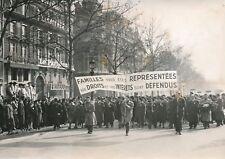 """PARIS 1955 - Cortège """"U. N. Associations Familliales"""" Landais Échasses - PR 1158"""