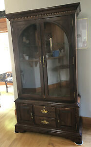 **SUPER RARE**Ethan Allen Antiqued Pine Lighted 10 Gun Cabinet with Keys!!