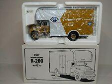 First Gear 1957 INTERNATIONAL R-200 w MOVING VAN UNITED VAN LINES 19-1756