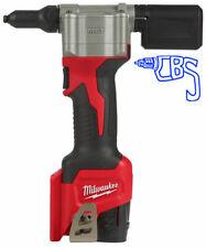 Milwaukee M12BPRT-201X Pop Rivet Tool w/ 1 x 2.0Ah Battery and Charger