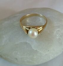 A vintage 9 ct Yellow Gold Ring. Set with a Cultured pearl .