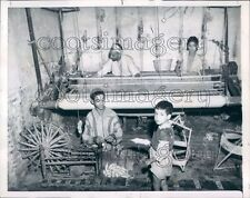 1951 Press Photo Spinning Wool Blanket Weaving Shop Fes el Bali Morocco Africa