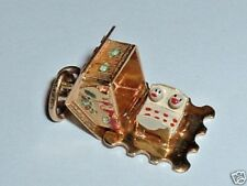 VINTAGE 18k YELLOW GOLD CABIN HOME HOUSE CHARM it opens up to a couple