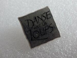 Pin's vintage épinglette pins publicitaire cinéma danse avec les loups Lot PA052