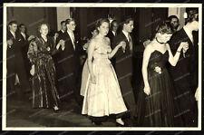 AK-Stuttgart-Vaihingen-Abschlussball-Tanzschule-Cute-Boys-Girls-1954-1