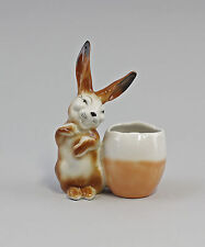 Porzellan-Figur Wagner & Apel Hase mit Ei-Vase rot H12cm 9942681
