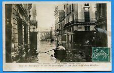 CPA: Paris - Inondations de Paris - Rue de Bourgogne et rue St-Dominique