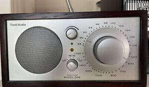"TIVOLI "" MODEL ONE "", Entwurf Henry Kloss , AM/FM Radio, Nussbaum/Silber"