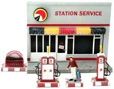 Diorama station service avec accessoires dimensions longueur 15 cm, hauteur 12 c