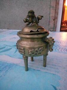 Grand brûle encens ancien en bronze avec chien foo sur couvercle ajouré