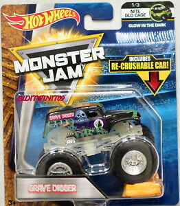 HOT WHEELS 2017 MONSTER JAM W/ RE-CRUSHABLE CAR GRAVE DIGGER NITE GLO CAGE