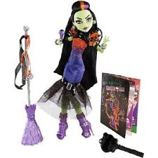Monster High Casta Fierce Mattel Doll Broom Barbie Witch Draculaura Frankie Wolf