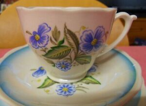 VINTAGE ROSLYN CHINA TEA TRIO CUP / SAUCER AND TEA PLATE