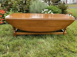 Ethan Allen Oval Drop Leaf Coffee Table #18-8000 Circa 1776 Collection