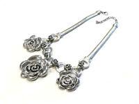 Bijou collier fleurs alliage argenté  fermoir mousqueton idéal pour cadeau