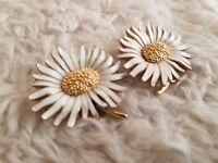 Vintage Marvella Clip on Daisy Flower White and Gold Tone Earrings