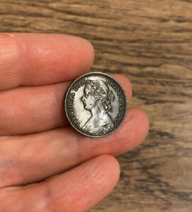 VICTORIA (1837-1901). BRONZE FARTHING. DATED 1879.