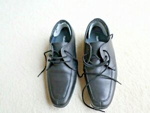 PAIR OF BOYS HUSH PUPPIES SCHOOL SHOES (SIZE 2) BLACK LEATHER