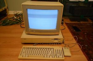 Vtg Amiga 1000 PC w Keyboard Mouse & Monitor Powers On Parts Repair Sold As Is