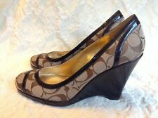 COACH WOMEN'S KERRYANN BROWN CANVAS PATENT LEATHER LOGO WEDGE, SZ 9M