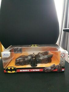 Jada Diecast 1:24 Batmobile & Batman (Hollywood Rides)