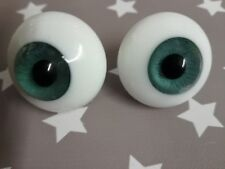 28 mm SOLID GLASS PAPERWEIGHT EYES IN EMERALD GREEN