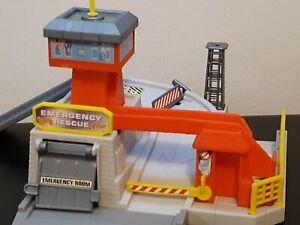Vintage 1999 Mattel Hot Wheels World Emergency Rescue Playset
