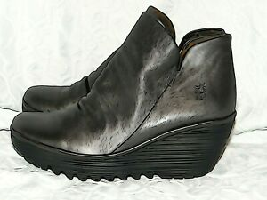 FLY LONDON BOOTIE SIZE 8M