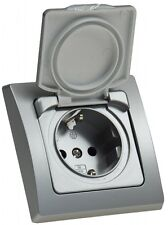 CT22307 DELPHI silber Schutzkontakt-Steckdose mit Klappdeckel,  IP44