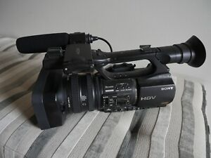 Sony HVR-Z5P 1/3 inch 3 ClearVid CMOS Pro HDV Camcorder. Excellent condition