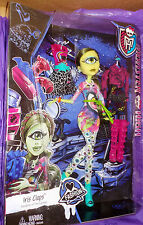 IRIS CLOPS Monster High doll I love Fashion Toys R Us Exclusive 2014 heart MISB
