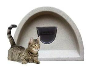 PLASTIC CAT HOUSE+ FLAP £57 OUTDOOR CAT SHELTER/KENNEL COSY CAGES
