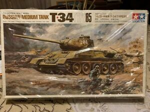 Tamiya T-34/85 Russian 1/25th scale model tank