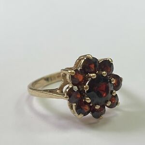 9ct Yellow Gold Ring Set with Garnet in the Shape Of A Flower Size K