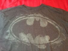 Batman Short Sleeve Tag less T-Shirt Gray Men's Size Large - New with Tags !