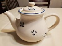 Pfaltzgraff Country Fair Tea Coffee Pot Stoneware Blue White Floral 5 Cup USA